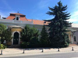Kaszinó épülete és a lovasmúzeum